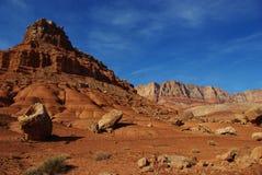 Stenblock som är röda vaggar och berg, Vermillion klippor, Arizona Royaltyfria Bilder