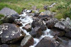 stenblockbergfloden stenar strömmen Royaltyfria Foton