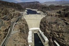 Stenblockfördämning i Coloradofloden, på gränsen mellan USA-staterna av Arizona och Nevada Royaltyfri Fotografi