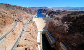 Stenblockfördämning i Coloradofloden, på gränsen mellan USA-staterna av Arizona och Nevada Arkivfoto