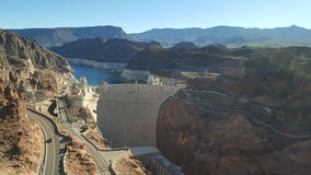 Stenblockfördämning i Coloradofloden, på gränsen mellan USA-staterna av Arizona och Nevada Royaltyfri Bild