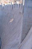 Stenblockfördämning i Coloradofloden, på gränsen mellan USA-staterna av Arizona och Nevada Arkivfoton
