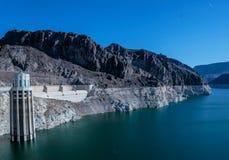Stenblockfördämning i Coloradofloden, på gränsen mellan USA-staterna av Arizona och Nevada Royaltyfria Foton