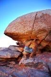 stenblockman som skjuter upp Arkivfoton