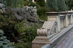Stenbro från balustrader i grekisk stil royaltyfri fotografi