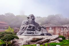 StenBuddha på stenväggen på Wuxi Yuantouzhu - Taihu landskapträdgård, Kina royaltyfri fotografi
