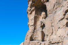 StenBuddhaskulptur i grottan Arkivfoton