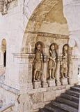 StenCarvings nära Matthias Roman Catholic Church Fotografering för Bildbyråer