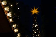 Stendamm del ¼ di Berlino Kurfà al mercato di natale con le luci Fotografia Stock