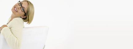 Stående av affärskvinnaSmiling On White bakgrund Arkivbilder