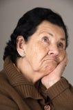 Stående av den gamla misslynta kvinnafarmodern Royaltyfri Fotografi