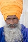 Stående av den indiska sikhmannen i turban med det buskiga skägget Fotografering för Bildbyråer