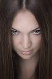 Stående av den unga härliga kvinnan Royaltyfri Fotografi