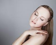 Stående av en härlig kvinnlig modell Fotografering för Bildbyråer