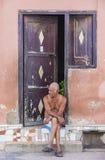 Stående av en kubansk man Arkivbild
