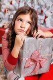 Stående av en ledsen liten flicka på jul Royaltyfria Bilder