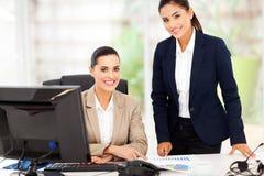 Två affärskvinnor Arkivbild