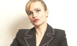 Stående av kvinnan för skönhetSmilling affär Arkivfoto
