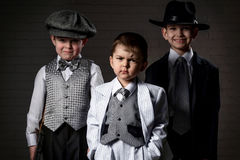 Stående av pojkar i en bild av gangsterna Royaltyfria Bilder