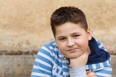 Stående av sju år en gammal ung caucasian pojke Fotografering för Bildbyråer