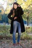 Stående av en älskvärd ung brunett Royaltyfri Fotografi