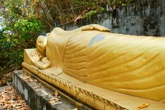 Stenditura della pagoda dorata di Buddha Sambok, Kratie, Cambogia fotografia stock