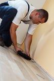 Stenditura della pavimentazione laminata immagine stock