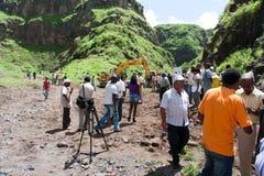 Stenditura della prima pietra nella diga Fotografia Stock Libera da Diritti