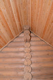 Stenditura Timbered della casa di legno Frammento di un angolo e di un Ce Fotografie Stock Libere da Diritti