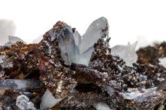 StenDrusus för makro mineralisk kvarts med sphalerite i vagga a Arkivfoton