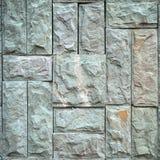 Stenen belägger med tegel mönstrar på väggen Arkivbild