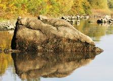Stenen bevattnar in Royaltyfri Fotografi