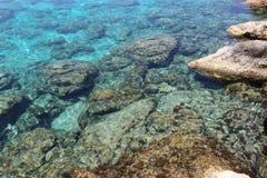 Stenen bij de bodem van de Middellandse Zee Stock Fotografie