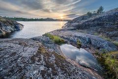 Stenen bij het Meer van Ladoga in Karelië Stock Foto