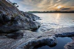 Stenen bij het Meer van Ladoga in Karelië Stock Afbeeldingen