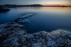 Stenen bij het Meer van Ladoga in Karelië, Rusland Royalty-vrije Stock Fotografie