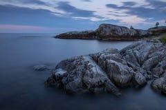 Stenen bij het Meer van Ladoga in Karelië, Rusland Stock Afbeeldingen