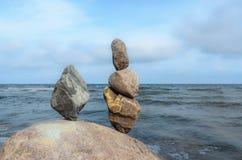 Stenen bij kust Royalty-vrije Stock Afbeeldingen