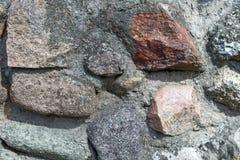 Stenen cementerade vid grått cement textur royaltyfria bilder