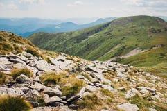 Stenen in de bergen Stock Foto's