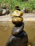 Stenen dichtbij aan de rivier royalty-vrije stock foto's