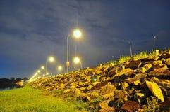 Stenen door de weg bij Seletar-gebied Stock Foto's