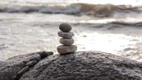 Stenen door het overzees stock videobeelden