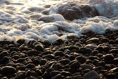 Stenen en de oceaan op een strand op Tenerife, Kanarie, Spanje, Europa Royalty-vrije Stock Afbeeldingen