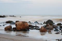 Stenen en overzees? Royalty-vrije Stock Afbeeldingen