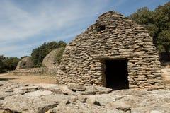 Stenen förlägga i barack, bydes Bories, Frankrike Arkivfoto
