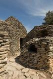 Stenen förlägga i barack, bydes Bories, Frankrike Arkivfoton