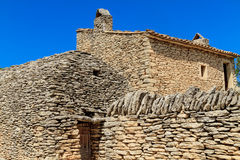 Stenen förlägga i barack i bydesen Bories nära Gordes Royaltyfria Bilder