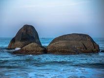 Stenen hierboven - water Stock Foto