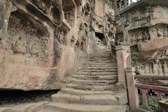Stenen kliver vägen Arkivbilder
